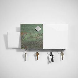 Magnetic wall-mounted bulletin board and key ring / green rectangle
