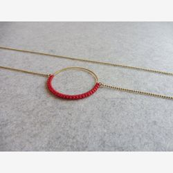 Red Circle Hoop Necklace . Round Pendant Brass . Modern Macrame . Textile Jewelry . Crochet Jewelry . Design by .. raïz ..